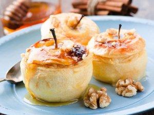 Kepti įdaryti obuoliai su varške ir kreminiu sūriu
