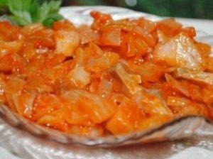 """Silkė """"Skanutė"""" su cukinija ir pomidorų padažu"""