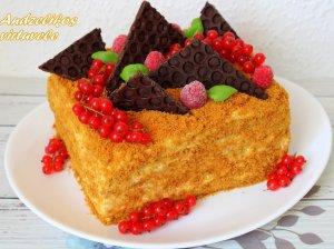 Greitas medaus tortas su grietininiu kremu