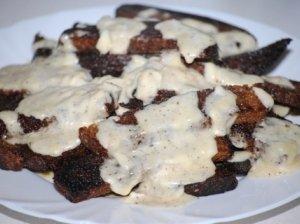 Kepta duona su sūrio-majonezo padažu