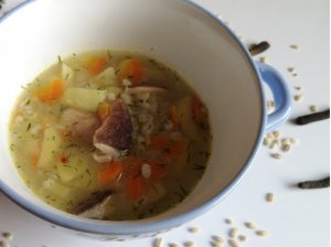 Perlinių kruopų ir baravykų sriuba