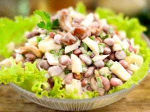 Bulvių salotos su pupelėmis ir grybais