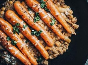 Keptos morkytės su avinžirniais ir kruopomis