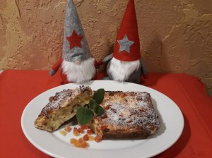 Varškės pyragas su riešutais ir džiovintomis papajomis