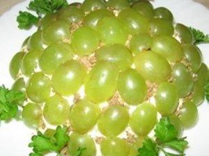 Gaivios vištienos salotos su vynuogėmis