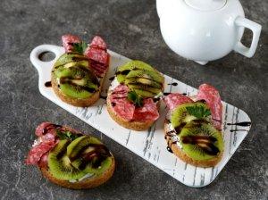 Šventiniai sumuštinukai su kiviais