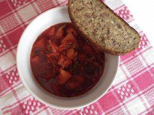 Burokėlių ir raugintų kopūstų sriuba