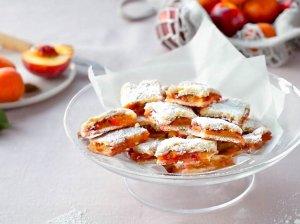 Trapus pyragas su persikų įdaru