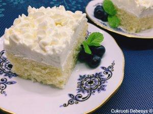 Vanilinis pyragas su kreminio sūrio ir grietinėlės kremu