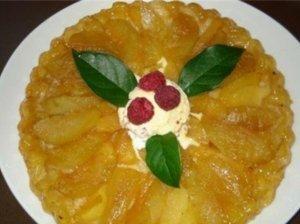 Obuolių pyragas su karamelė