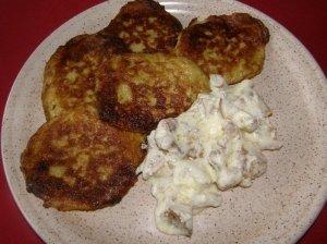 Šviežių bulvių blynai su voveraitėmis