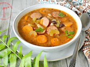 Soti pupelių ir dešrelių sriuba