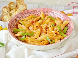 Makaronai su vištiena, pomidorų padažu ir sūriu - vieno puodo patiekalas