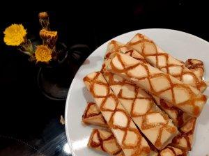 Itališki sluoksniuotos tešlos sausainiai su baltyminiu kremu
