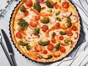 Pyragas su daržovėmis ir rūkytu upėtakiu (arba lašiša)