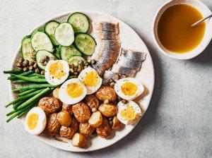 Silkės ir bulvių salotos - gaivios ir sočios