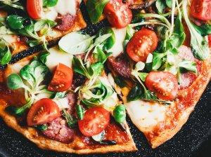 Pica su svirpliais