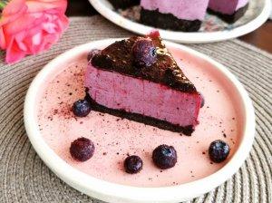Nekeptas tortas su šilauogėmis arba mėlynėmis