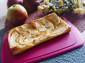 Greitas sluoksniuotos tešlos obuolių pyragas
