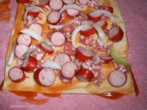Greita pica - pyragas su sūriu ir dešrelėmis
