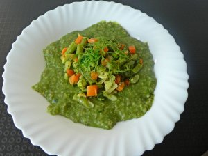 Žalia keturių grūdų košė su daržovėmis