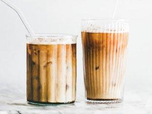 Šalta Latte kava namuose