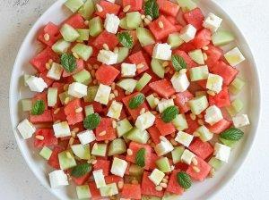 Arbūzo salotos su agurkais ir feta