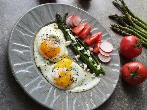 Smidrai su feta ir kiaušiniu