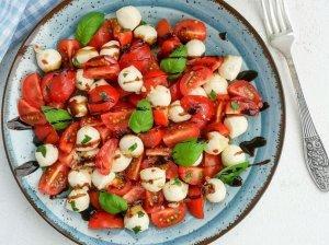 Gaivios pomidorų salotos su marinuota mocarela