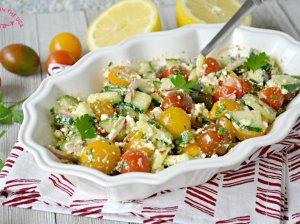 Gaivios agurko ir pomidorų salotos su fetos sūriu