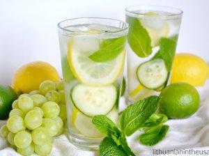 Gaivus gėrimas su mėta, citrina ir agurku