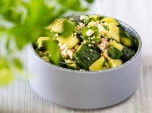 Saldžiarūgštės greitai marinuotų agurkų salotos