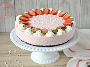 Nekeptas braškių ir jogurto tortas