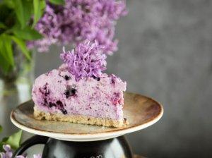 Nekeptas varškės ir mėlynių tortas