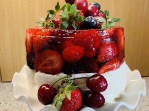 Vasariškas maskarponės ir želė desertas