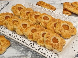 Sausainiai su obuoliene