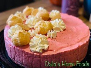 Nekeptas aviečių tortas su plikytais pyragėliais