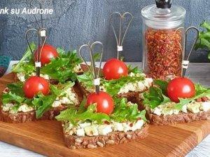 Pusryčių sumuštiniai su avokadais ir kiaušiniais