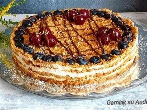 Jogurtinis meduolių tortas su bananais (be kepimo)