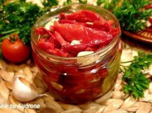 Saulėje (orkaitėje) džiovinti pomidorai aliejuje