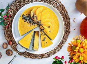 Veganiškas nekeptas sūrio pyragas su moliūgu