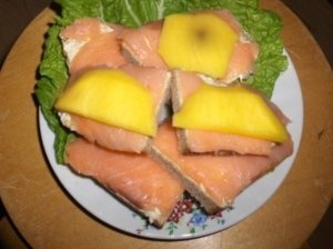 Sumuštinukai su lašiša ir mangu