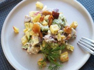 Silkių salotos su bulvėmis, avokadu ir obuoliu