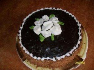 Naminis tortas su braškėmis