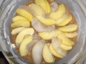 Pyragas su baltymų kremu ir su obuoliais