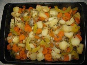 Skardoje keptos daržovės su mėsa