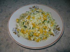 Pekino kopūstų salotos su kukurūzais