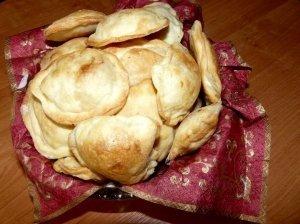 Pyragėliai su mėsos ir sūrio įdaru