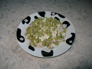 Žirnelių salotos su vištiena ar triušiena