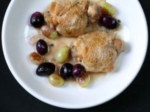 Troškintas viščiukas su vynuogėmis
